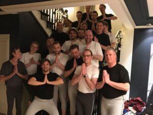 Die Söl'ring Hof-Crew in Yogahose