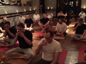 Das Söl'ring Hof-Team macht einen Yogakurs